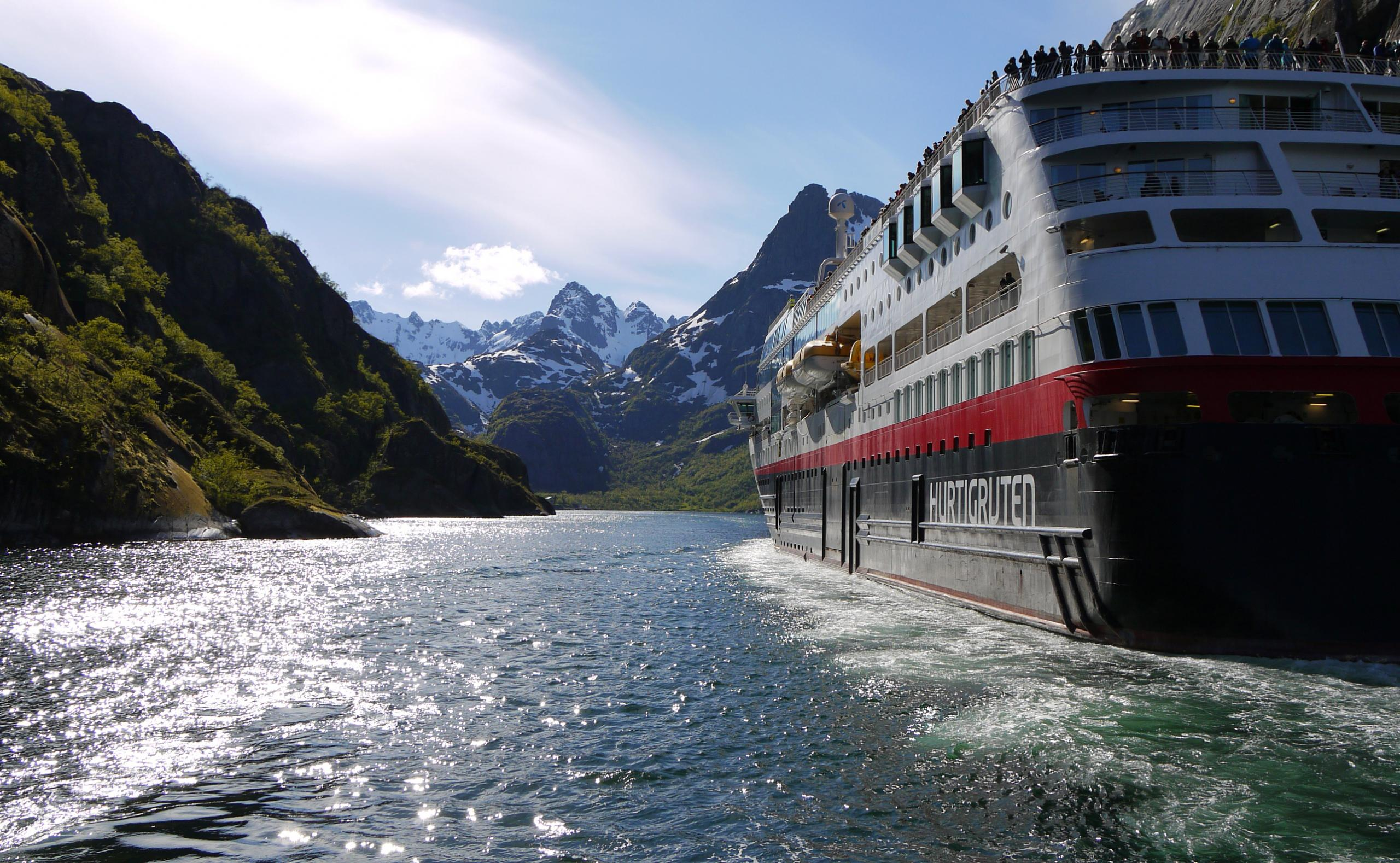 Hurtigruten MS Maud